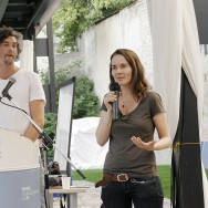Stephanie Neumann und Jonas Breme im BMW Guggenheim Lab, 26. Juli 2012 (Foto: David Ikuye).